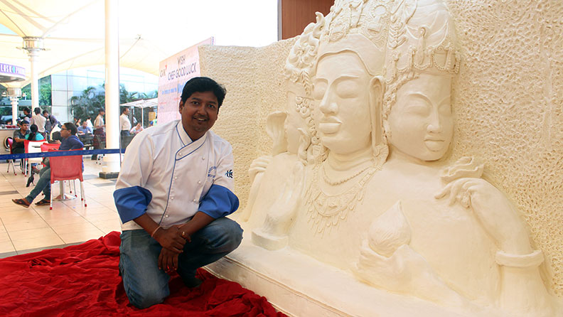 Largest margarine sculpture, OMG-level World Record holders from India!-voxytalksy